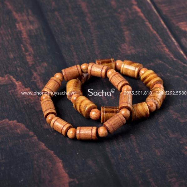 Vòng tay gỗ huyết long phong thủy được cung cấp tại Sacha