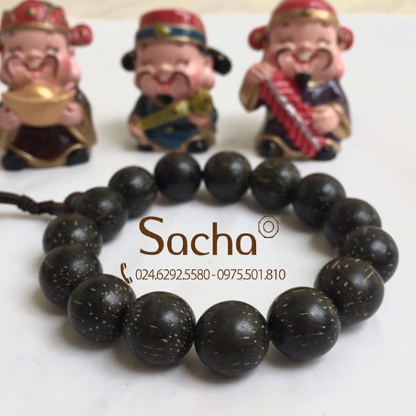 Vòng tay gỗ trầm hương đen tại Sacha